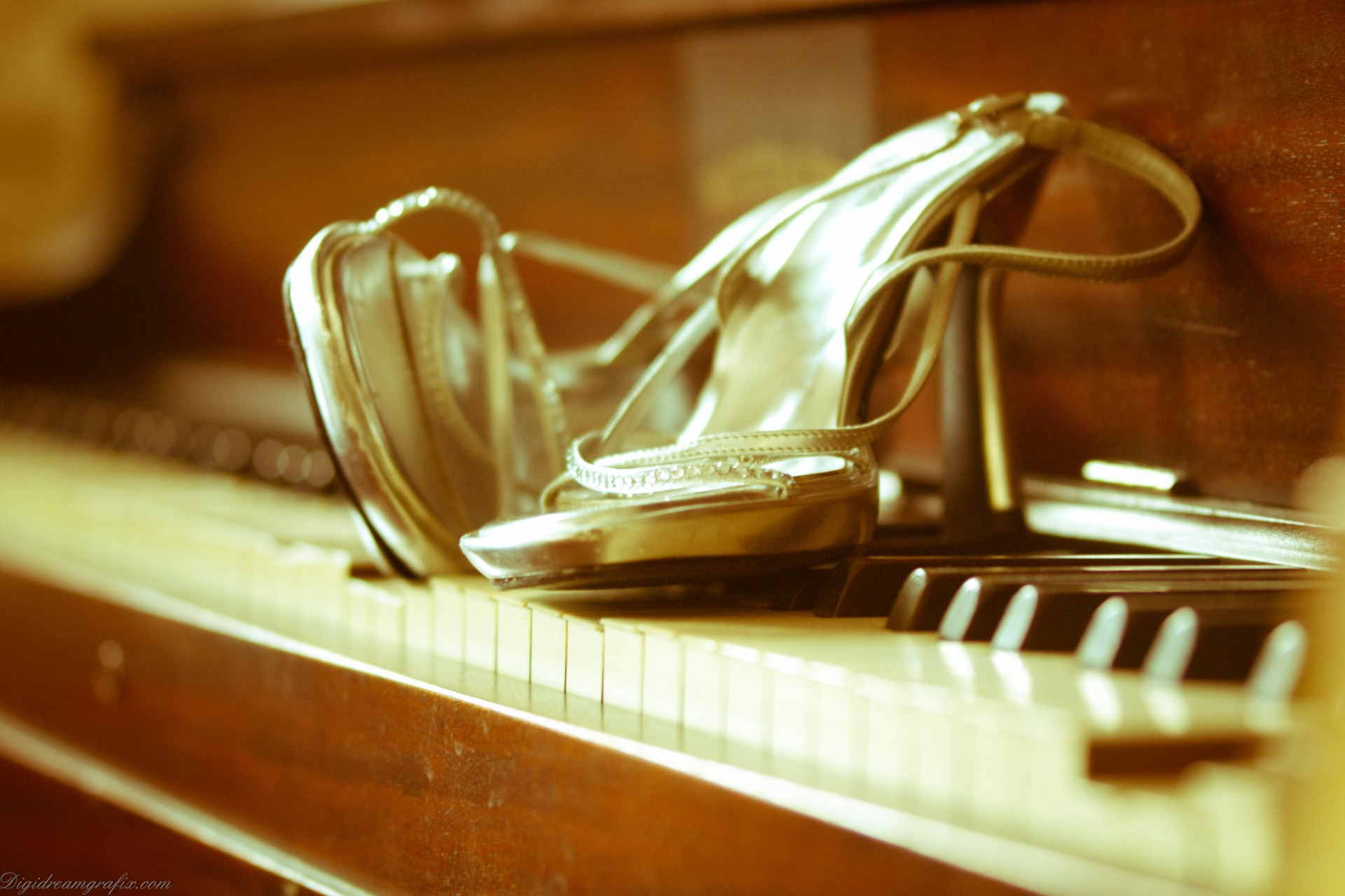 bride-shoes-on-piano-pd-link